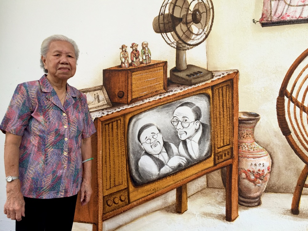 Somewhen around 1979, we had our first set of boxy monochrome Telefunken TV, again generously given by my Tiong Bahru uncle when they bought a colour TV.